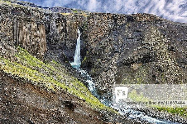 Wasserfall Hengifoss  Litlanesfoss  Valpjofsstaðir  Island  Europa