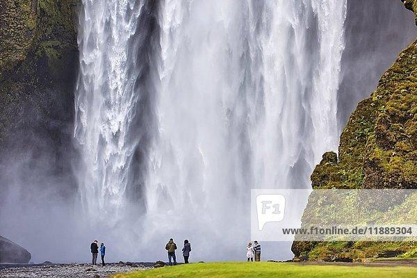 Wasserfall Skógafoss  Skogar  Suðurland  Island  Europa
