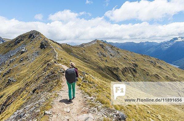 Wanderin auf Kepler Track  Fiordland National Park  Southland  Neuseeland  Ozeanien