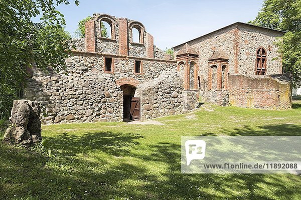 Burg Gerswalde  Wasserschloss  Ruine  Gerswalde  Brandenburg  Deutschland  Europa