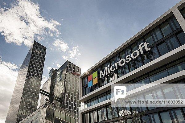 Microsoft Deutschland  Unternehmenszentrale  hinten Highlight Towers mit IBM- und Fujitsu-Firmensitz  Schwabing  München  Bayern  Deutschland  Europa