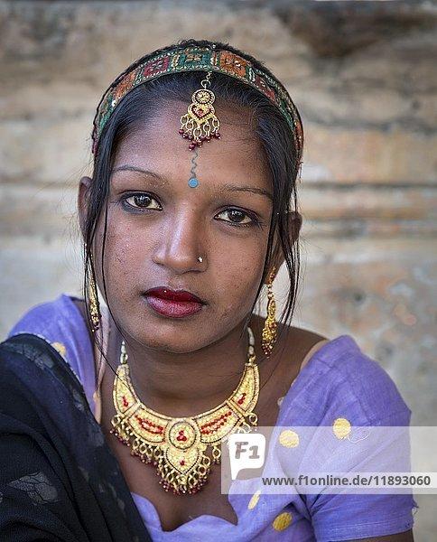 Junge Frau  Porträt  Pushkar  Rajasthan  Indien  Asien