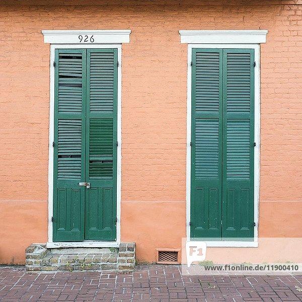 Bunte Türen und Fenster  French Quarter  New Orleans  Louisiana  USA  Nordamerika
