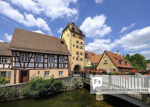 Wassertor und Fluss Pegnitz  Hersbruck  Mittelfranken  Franken  Bayern  Deutschland  Europa