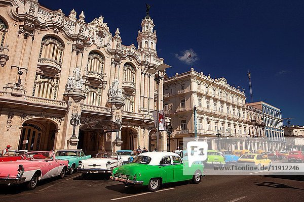Old American cars used as taxi in front of the Gran Teatro-Grand Theatre building in Central Havana  La Habana  Cuba  West Indies  Central America