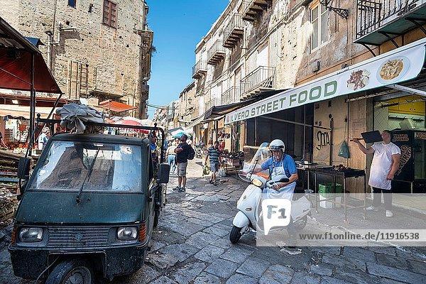 Street scene in The Ballaro Market in the Albergheria district of central Palermo  Sicily  Italy.