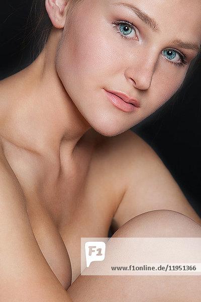 Porträt einer attraktiven jungen Frau