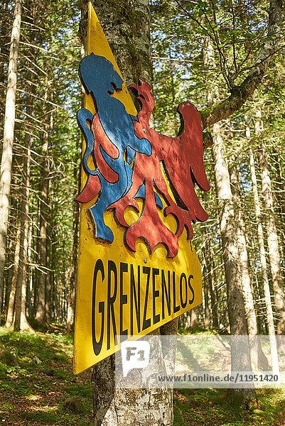 Deutschland  Bayern  Mittenwald  Grenzschild zu Österreich