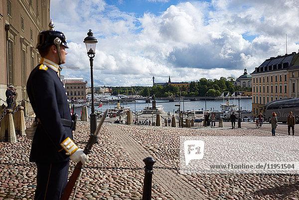 Schweden  Stockholm  Wache auf dem Schlossplatz
