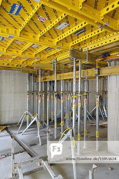 Stützbalken auf einer Baustelle