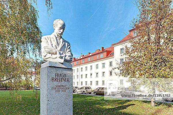 Österreich  Wien  Hugo Breitner-Büste und Wohnhäuser