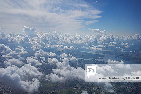 Luftaufnahme der schwedischen Küstenlandschaft