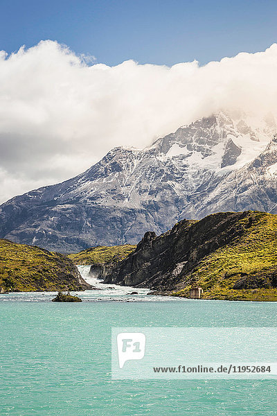Blick über den Grey Lake und den Gletscher  Torres del Paine Nationalpark  Chile