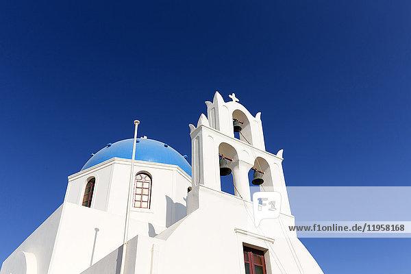Classic Greek Orthodox church with blue dome  Oia  Santorini  Cyclades  Greek Islands  Greece  Europe