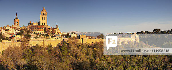 Old town  town wall and Cathedral at sunset  UNESCO World Heritage Site  Segovia  Castillia y Leon  Spain  Europe