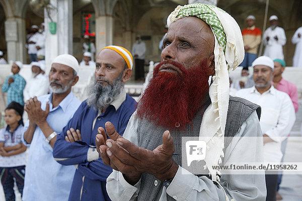 Muslim faithful turning towards the main shrine in the evening  Ajmer Sharif Dargah  Rajasthan  India  Asia
