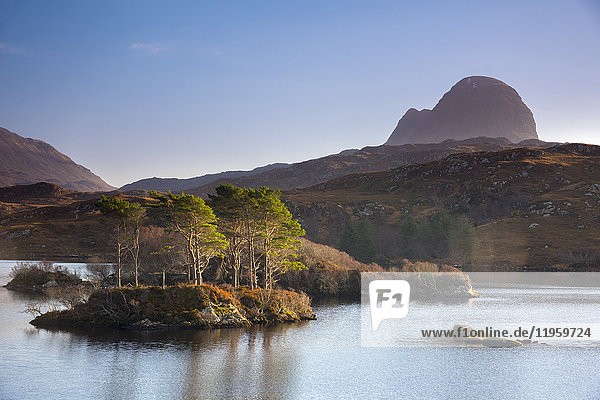 Loch Druim Suardalain  Mount Suilven  Lochinver  Sutherland  Highlands  Scotland  United Kingdom  Europe