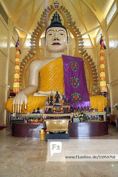 Tall statue of a seated Shakyamuni Buddha  Sakyamuni Buddha Gaya temple  Singapore  Southeast Asia  Asia