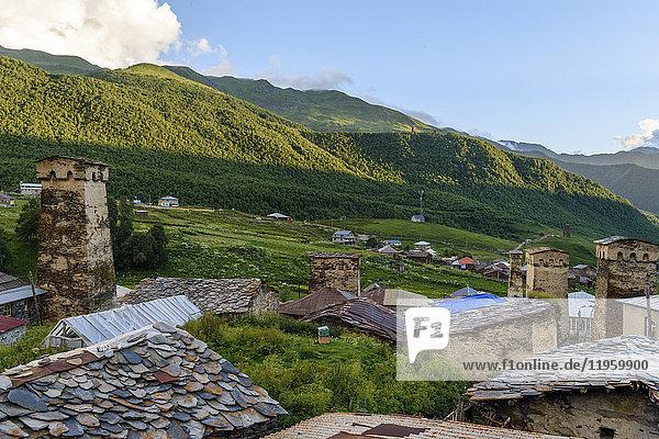 Gebäude in Ushguli  einer Gemeinschaft von vier Dörfern am Kopf der Enguri-Schlucht in Svaneti  Georgien. Berglandschaft.