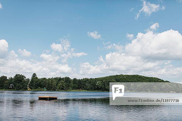 Floss auf dem See  Huntsville  Kanada