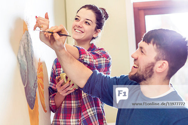 Paar Gemälde Wandbild lächelnd