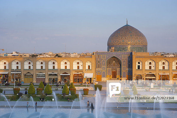 Sheikh Lotfollah Mosque and fountain seen from the palace Ali Qapu  Isfahan  Iran