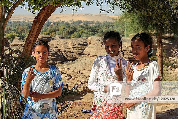 Young Egyptian girls  shidida village  Nile Valley  Aswan  Egypt  North Africa