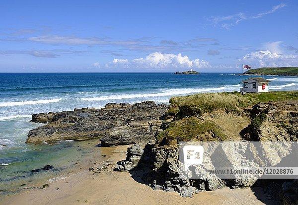 Küstenwache  Häuschen  Gwithian Strand  bei Gwithian  St Ives Bay  Cornwall  England  Großbritannien  Europa