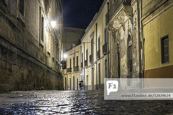 Street at night with disappearing couple  Brindisi  Puglia  Italy  Europe