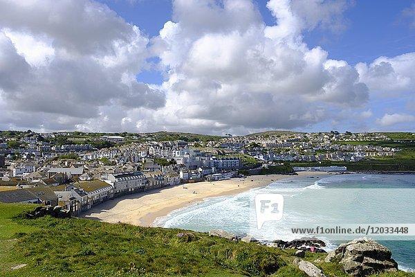 Porthmeor Beach  Ausblick von The Island  St Ives  Cornwall  England  Großbritannien  Europa
