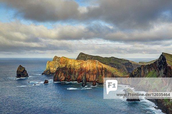 Felsenküste an der Ponta da Sao Lourenco  Ostspitze der Insel Madeira  Portugal  Europa