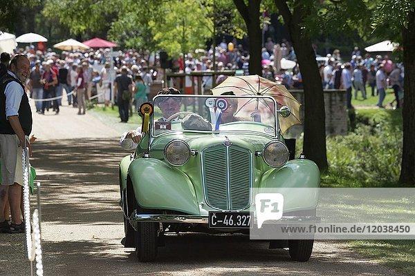 Tatra T75 Bohemia  tschechoslowakischer Oldtimer von 1935  Oldtimertreffen  Classic Days Schloss Dyck  Jüchen  Nordrhein-Westfalen  Deutschland  Europa