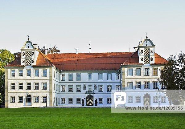 Neues Schloss Kißlegg im Abendlicht  Allgäu  Kisslegg  Baden-Württemberg  Deutschland  Europa