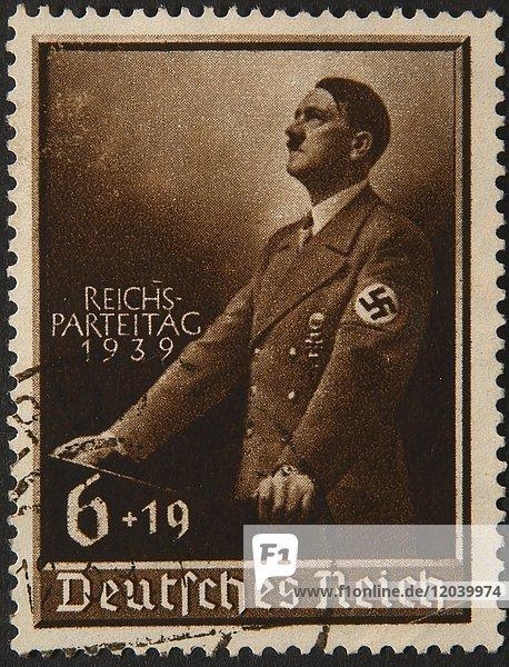 Adolf Hitler  deutscher Politiker  Porträt auf deutscher Briefmarke 1939