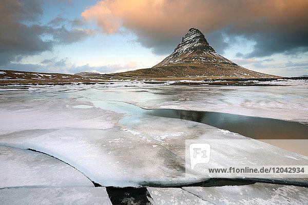 Kirkjufell (Church Mountain) in winter  near Grundafjordur  Snaefellsnes Peninsula  Iceland  Polar Regions