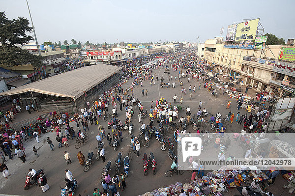 Puri town centre showing main street and marketplace near Jagannath temple to Lord Vishnu  Puri  Odisha  India  Asia