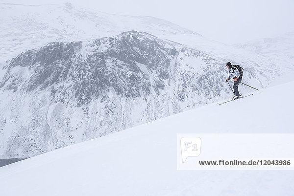 Ski touring at Loch Avon on the River Avon  Cairngorms National Park  Scotland  United Kingdom  Europe