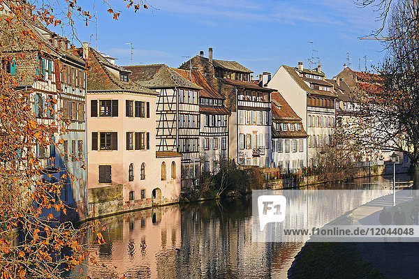 Ill River and Quai de la Bruche  old town Petite France  UNESCO World Heritage Site  Strasbourg  Alsace  France  Europe
