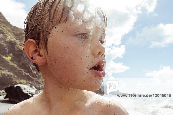Junge am Strand  Nahaufnahme  Santa Cruz de Tenerife  Kanarische Inseln  Spanien  Europa