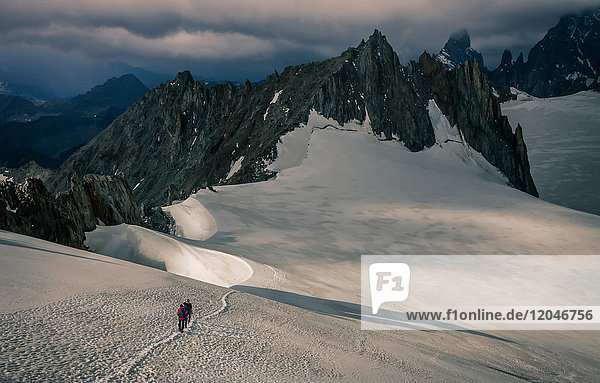Mountain climbers on the Mer de Glace glacier  in the Mont Blanc Massif  Courmayeur  Aosta Valley  Italy  Europe