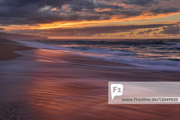 Sunset and surf on the Pacific Ocean at Sunset Beach on Oahu  Hawaii  USA