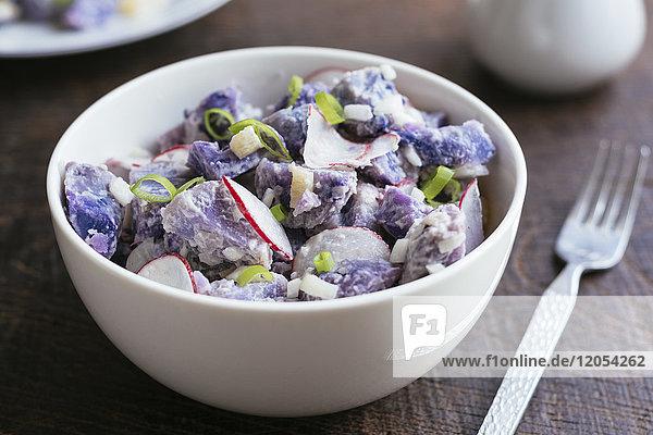Violetter Kartoffelsalat mit Radieschen Violetter Kartoffelsalat mit Radieschen