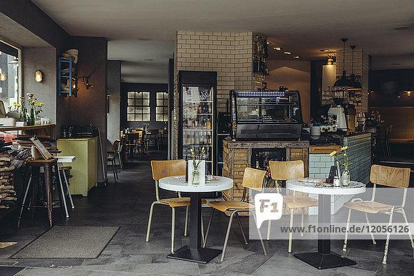 Innenansicht eines leeren Cafés