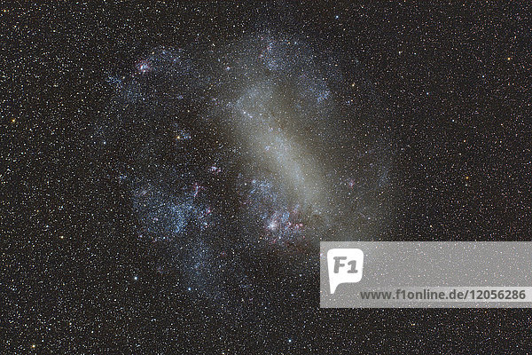 Namibia  Region Khomas  bei Uhlenhorst  Astrofoto der Großen Magellanschen Wolke (LMC  PGC 17223)  unregelmäßige Galaxie von der Südhalbkugel aus sichtbar.