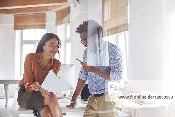 Afrikaner,Afroamerikaner,angelehnt,Ansicht,arbeiten,Arbeitswelt