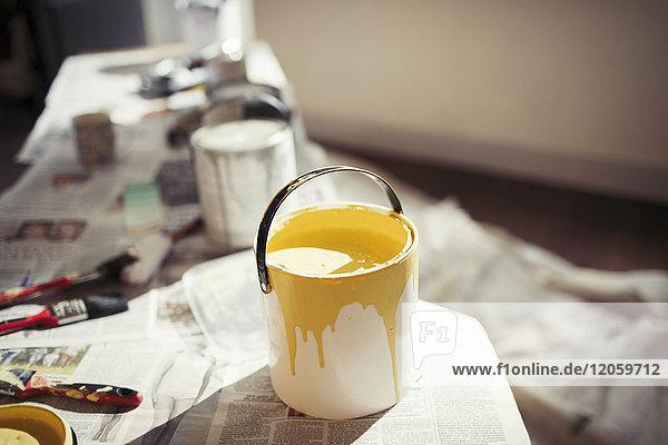 Gelbe Farbe in der Lackdose