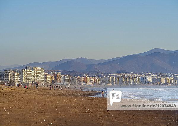 Beach in La Serena  view towards Coquimbo  Coquimbo Region  Chile  South America