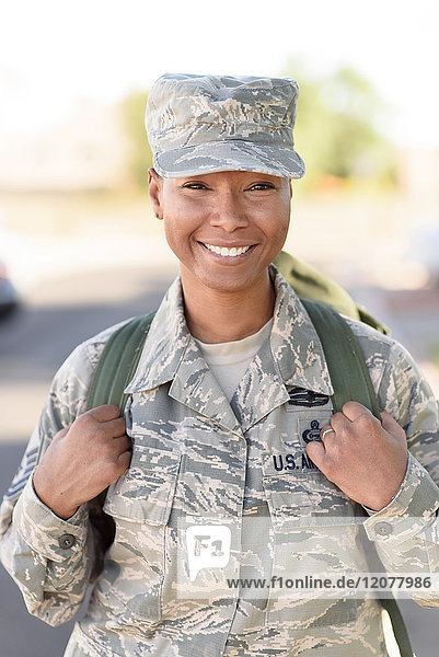 Portrait a smiling black woman soldier