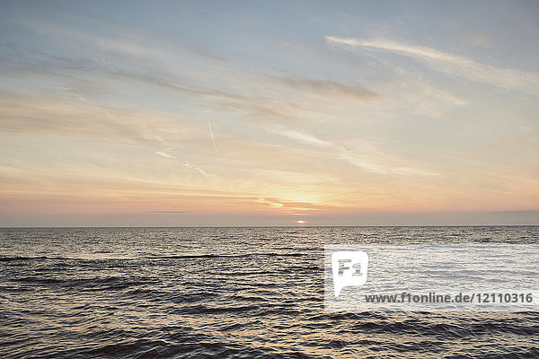 Meer bei Sonnenuntergang  Odessa  Odessa Oblast  Ukraine  Europa