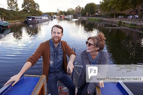 Ehepaar auf Kanalboot